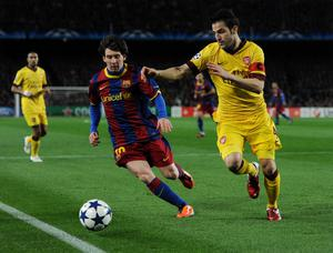 BARCELONA, SPAIN - MARCH 08:  Lionel Messi (L) of Barcelona duels for the ball with Cesc Fabregas of Arsenal during the UEFA Champions League round of 16 second leg match between Barcelona and Arsenal on March 8, 2011 in Barcelona, Spain.  (Photo by Jasper Juinen/Getty Images)