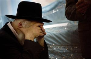 A Jewish man breaks down while attending a memorial service at a synagogue in Mumbai, India, Monday, Dec. 1, 2008. Moshe Holtzberg, the 2-year-old orphan of the rabbi and his wife slain in the Mumbai Jewish center, will fly to Israel Monday on an Israeli Air Force jet with his parents' remains and the Indian woman who rescued him, an Israeli Foreign Ministry spokesman said. (AP Photo)