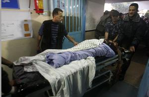 Palestinian security forces wheel into a hospital the body of Ahmed Jabari, head of the Hamas military wing, in Gaza City, Wednesday, Nov. 14, 2012. The Israeli military said its assassination of the Hamas military commander marks the beginning of an operation against Gaza militants. (AP Photo/Hatem Moussa)