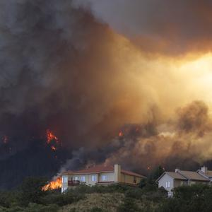 Wildfires are threatening the US city of Colorado Springs (AP)