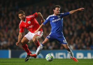 LONDON, ENGLAND - APRIL 04:  Juan Mata of Chelsea is challenged by Nemanja Matic of Benfica during the UEFA Champions League Quarter Final second leg match between Chelsea and Benfica at Stamford Bridge on April 4, 2012 in London, England.  (Photo by Warren Little/Getty Images)