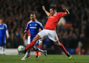 LONDON, ENGLAND - APRIL 04:  Javi Garcia of Benfica is closed down by Raul Meireles of Chelsea during the UEFA Champions League Quarter Final second leg match between Chelsea and Benfica at Stamford Bridge on April 4, 2012 in London, England.  (Photo by Clive Rose/Getty Images)