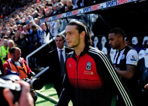 NEWCASTLE UPON TYNE, ENGLAND - APRIL 01:  Liverpool striker Andy Carroll takes to the pitch before the Barclays Premier League match between Newcastle United and Liverpool at Sports Direct Arena on April 1, 2012 in Newcastle upon Tyne, England.  (Photo by Stu Forster/Getty Images)