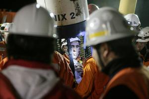 SAN JOSE MINE, CHILE - OCTOBER 13: (NO SALES, NO ARCHIVE) In this handout provided by the Chilean government October 13, 2010, Manuel Gonzalez, a rescue specialist from Codelco, stands in the rescue capsule at the San Jose mine near Copiapo, Chile. The rescue operation has begun bringing up the 33 miners, 69 days after the August 5th collapse that trapped them half a mile underground. Gonzalez was the first rescue worker to be lowered into the mine.  (Photo by Hugo Infante/Chilean Government via Getty Images)