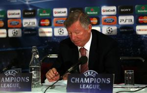 MANCHESTER, ENGLAND - OCTOBER 19:  Sir Alex Ferguson the manager of Manchester United reads a statement to the media regarding the future of Wayne Rooney during a press conference at Old Trafford on October 19, 2010 in Manchester, England.  (Photo by Alex Livesey/Getty Images)