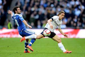 LONDON, ENGLAND - APRIL 15:  Luka Modric of Tottenham Hotspur evades Juan Mata of Chelsea during the FA Cup with Budweiser Semi Final match between Tottenham Hotspur and Chelsea at Wembley Stadium on April 15, 2012 in London, England.  (Photo by Mike Hewitt/Getty Images)