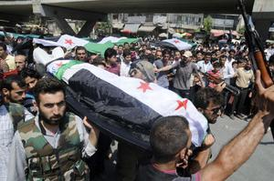 People carry a body of a person killed in clashes in Aleppo, Syria, Friday, July 27, 2012.   (AP Photo/Alberto Prieto)