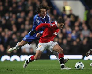 LONDON, ENGLAND - MARCH 01:  David Luiz of Chelsea challenges Javier Hernandez of Manchester United during the Barclays Premier League match between Chelsea and Manchester United at Stamford Bridge on March 1, 2011 in London, England.  (Photo by Clive Rose/Getty Images)