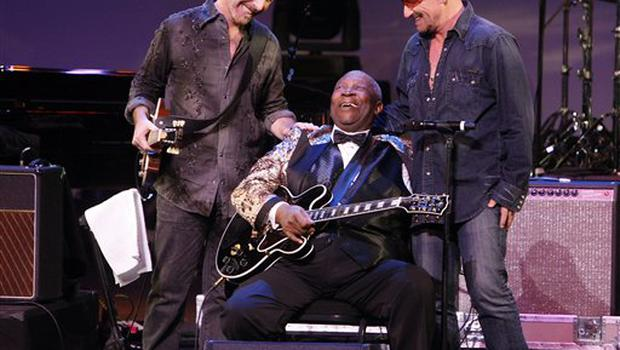 """From left,  The Edge, BB King and Bono are seen on stage at """"The Blues & Jazz"""" Gala Concert at the Kodak Theatre on Sunday Oct. 26, 2008 in Los Angeles. (AP Photo/Mark Mainz)"""
