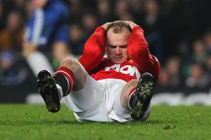 LONDON, ENGLAND - MARCH 01:  Wayne Rooney of Manchester United holds his head during the Barclays Premier League match between Chelsea and Manchester United at Stamford Bridge on March 1, 2011 in London, England.  (Photo by Clive Rose/Getty Images)