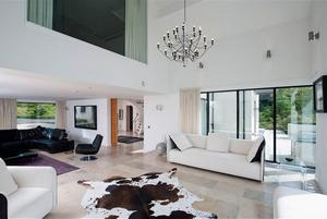 Golfer Rory McIlroy put his luxury home up for sale with a £2 million   price tag.