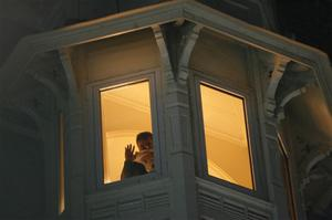 An unidentified guest of the Taj Hotel watches other guests being rescued from a window of the hotel in Mumbai, India, Thursday, Nov. 27, 2008. Teams of heavily armed gunmen have stormed luxury hotels and other sites in coordinated attacks across India's financial capital, killing at least 82 people and taking Westerners hostage. (AP Photo/Gautam Singh)
