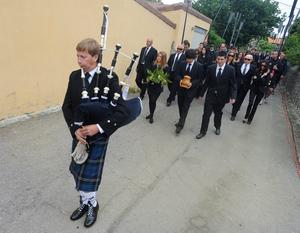 PEDRENA, SPAIN - MAY 11:  Javier Ballesteros (C) carries the ashes of his father Seve Ballesteros as they lead the procession to San Pedro church during the funeral service held for legendary Spanish golfer Seve Ballesteros on May 11, 2011 in Pedrena, Spain. Top-ranked golf players have joined  family members and friends to pay their last respects to the late golf great, who died on May 7, 2011 from complications arising from a brain tumor, in his home town parish church.    (Photo by Denis Doyle/Getty Images)