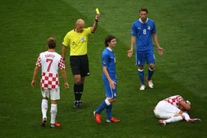 POZNAN, POLAND - JUNE 14:  Referee Howard Webb shows Riccardo Montolivo of Italy a yellow card during the UEFA EURO 2012 group C match between Italy and Croatia at The Municipal Stadium on June 14, 2012 in Poznan, Poland.  (Photo by Christof Koepsel/Getty Images)