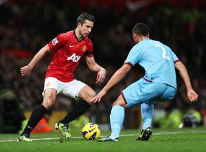 MANCHESTER, ENGLAND - NOVEMBER 28:  Robin van Persie of Manchester United takes on Winston Reid of West Ham United during the Barclays Premier League match between Manchester United and West Ham United at Old Trafford on November 28, 2012 in Manchester, England.  (Photo by Clive Brunskill/Getty Images)