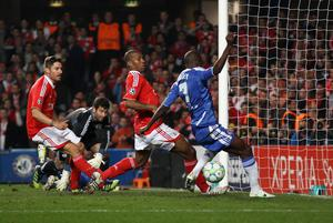 LONDON, ENGLAND - APRIL 04: Ramires of Chelsea fails to score from close range during the UEFA Champions League Quarter Final second leg match between Chelsea and Benfica at Stamford Bridge on April 4, 2012 in London, England.  (Photo by Clive Rose/Getty Images)