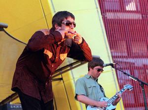 SAN FRANCISCO - :  (UK NEWSPAPERS OUT WITHOUT PRIOR CONSENT FROM DAVE HOGAN. PLEASE CONTACT SALES TEAM WITH ENQUIRIES)  Singer Liam Gallagher (L) and brother Noel Gallagher of band Oasis perform on stage in San Francisco supporting U2. (Photo by Dave Hogan/Getty Images) *** Local Caption *** Noel Gallagher;Liam Gallagher