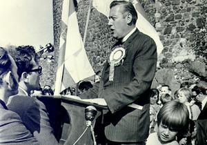 Ian Paisley at a protest rally at Carrickfergus Castle in 1971