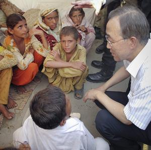 UN Secretary-General Ban Ki-moon meets children at a camp during his visit to flood-affected areas in Muzaffargarh, central Pakistan