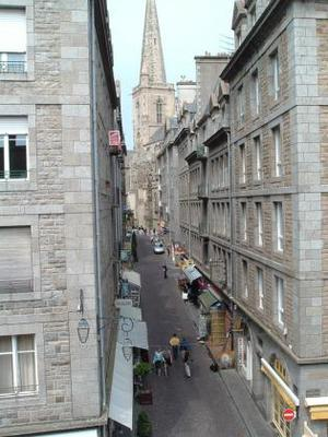 Alley ici: a view of the Cathedral St Vincent