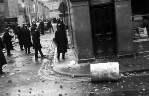 Police and rioters clash in Londonderry after an Apprentice Boys march, 1969.