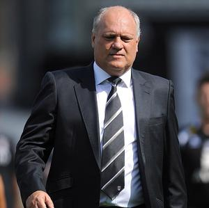 Martin Jol, pictured, believes Chelsea fans will warm to Rafael Benitez once the Blues pick up a few wins
