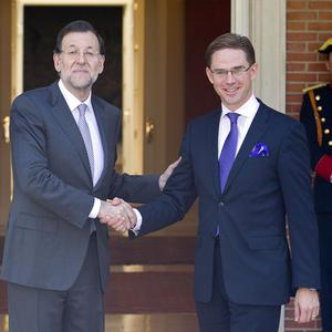 Spanish Prime Minister Mariano Rajoy, left, shakes hands with his Finnish counterpart Jyrki Katainen (AP)