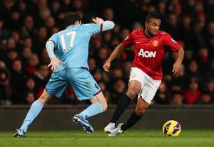 MANCHESTER, ENGLAND - NOVEMBER 28:  Anderson of Manchester United takes on Joey O'Brien of West Ham United during the Barclays Premier League match between Manchester United and West Ham United at Old Trafford on November 28, 2012 in Manchester, England.  (Photo by Clive Brunskill/Getty Images)