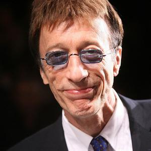 Robin Gibb has told doctors he wants to live no matter what