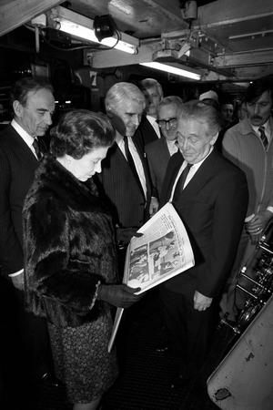 File photo dated 28/02/1985 of Queen Elizabeth II with proprietor Rupert Murdoch (left) at The Times newspaper building at Grays Inn Road, London, to mark the paper's bicentenary. PRESS ASSOCIATION Photo.