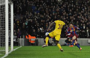 BARCELONA, SPAIN - MARCH 08:  Lionel Messi of FC Barcelona (R) scores his first team's side goal under a chanllenge by Johan Djourou of Arsenal during the UEFA Champions League round of 16 second leg match between Barcelona and Arsenal at the Camp Nou stadium on March 8, 2011 in Barcelona, Spain.  (Photo by David Ramos/Getty Images)