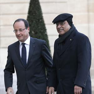 French President Francois Hollande with Pakistan leader Asif Ali Zardari (AP)
