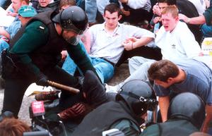 GARVAGHY RD JULY 1996. POLICE OFFICERS REMOVE PROTESTING NATIONALISTS FROM GARVAGHY RD.