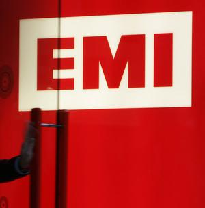 Two North American artists' unions have given qualified support to Universal Music Group's proposed takeover of EMI