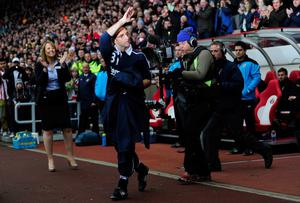 SUNDERLAND, ENGLAND - DECEMBER 11:  New Sundeland manager Martin O' Neill waves to the fans before the Barclays premier league game between Sunderland and Blackburn Rovers at Stadium of Light on December 11, 2011 in Sunderland, England.  (Photo by Stu Forster/Getty Images)