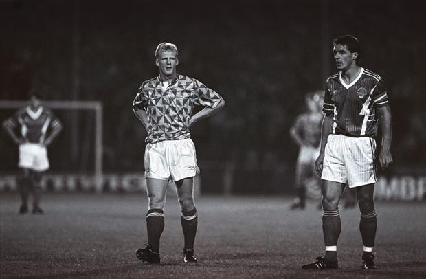 The Irish FA's previous deal with Adidas ended in 1990, heralding the introduction of a new Umbro kit (worn above by Iain Dowie), with a strange combination of green triangles and white lines. The blue away kit, which was along similar lines, was never worn by the senior team.