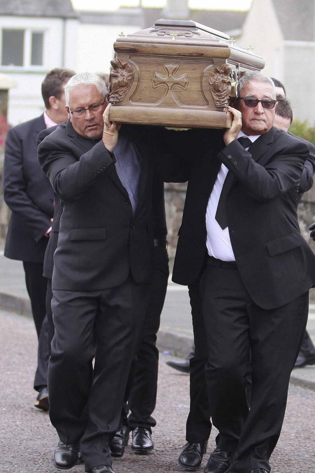 Family members of Guido Morelli carry his coffin