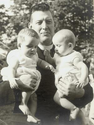 Ian Paisley with his twin sons Kyle and Ian jnr