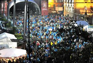 Fans in the pouring rain at the cancelled Belfast gig.