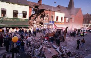 People frantically clearing rubble away after the 1993 blast