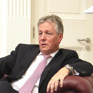 First Minister Peter Robinson has withdrawn his threat to resign