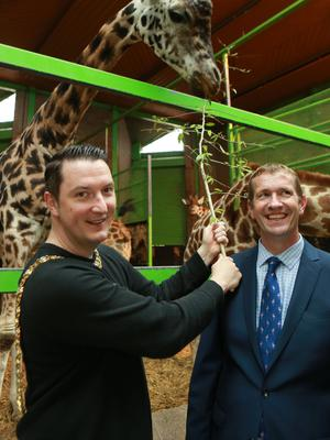 Alyn Cairns with former Lord Mayor John Finucane and a giraffe