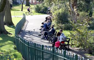 People in Botanic Gardens at Easter despite stay at home advice