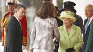 The Queen greets Mr Santos, and his wife, Maria Clemencia Rodriguez de Santos during their ceremonial welcome
