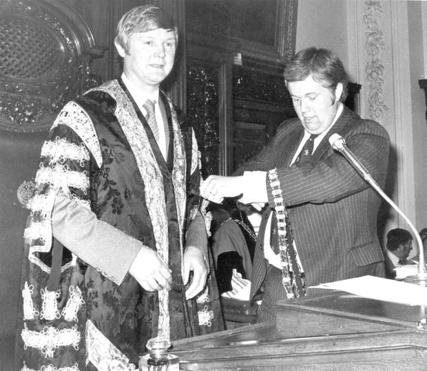 Billy Bell receives the Lord Mayor of Belfast's chain of office from David Cook in 1979