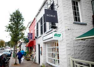 Noble, in Holywood
