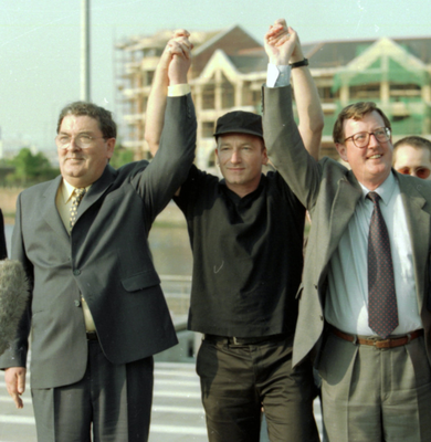 John Hume and David Trimble with U2 frontman Bono celebrating the Good Friday Agreement