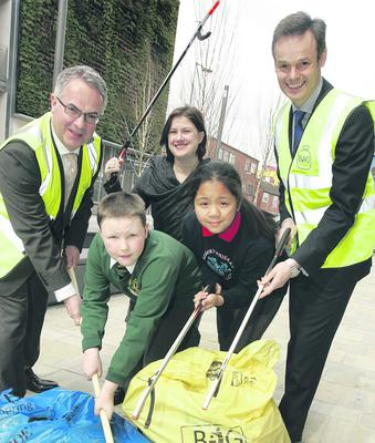 Minister Alex Attwood, Linda Stewart, Belfast Telegraph and Tony Wilcox, Tidy NI Chairman and pupils Matthew Lawrie ( Orangefield PS ) and Wrianne Salvatierra ( Seaview PS ) help to launch the Big Spring Clean.