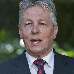 Stormont First Minister Peter Robinson tonight challenged unionists to shed siege mentality thinking and move forward together with nationalists to overcome the problems facing Northern Ireland.