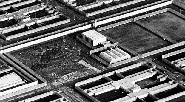 Prison officers want the site of the Maze/Long Kesh prison to be bulldozed